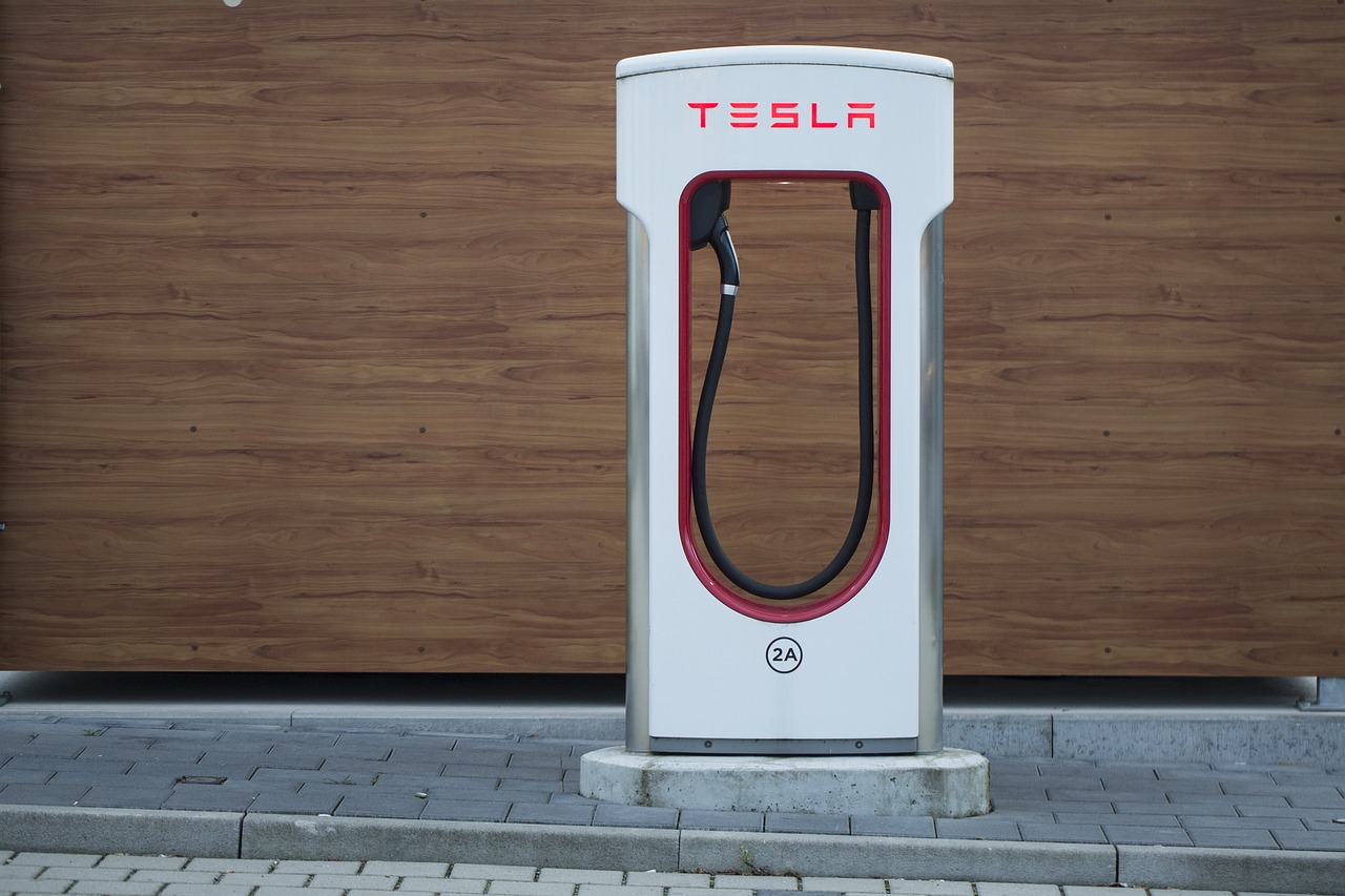 Machine Driver Vs. Human Driver in Possible FTC Action Against Tesla