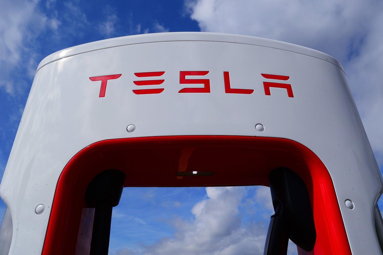 Do Tesla FSD Beta Releases Violate Public Road Testing Regulations?