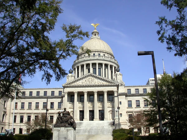 Mississippi lawmakers approve 'religious freedom' bill