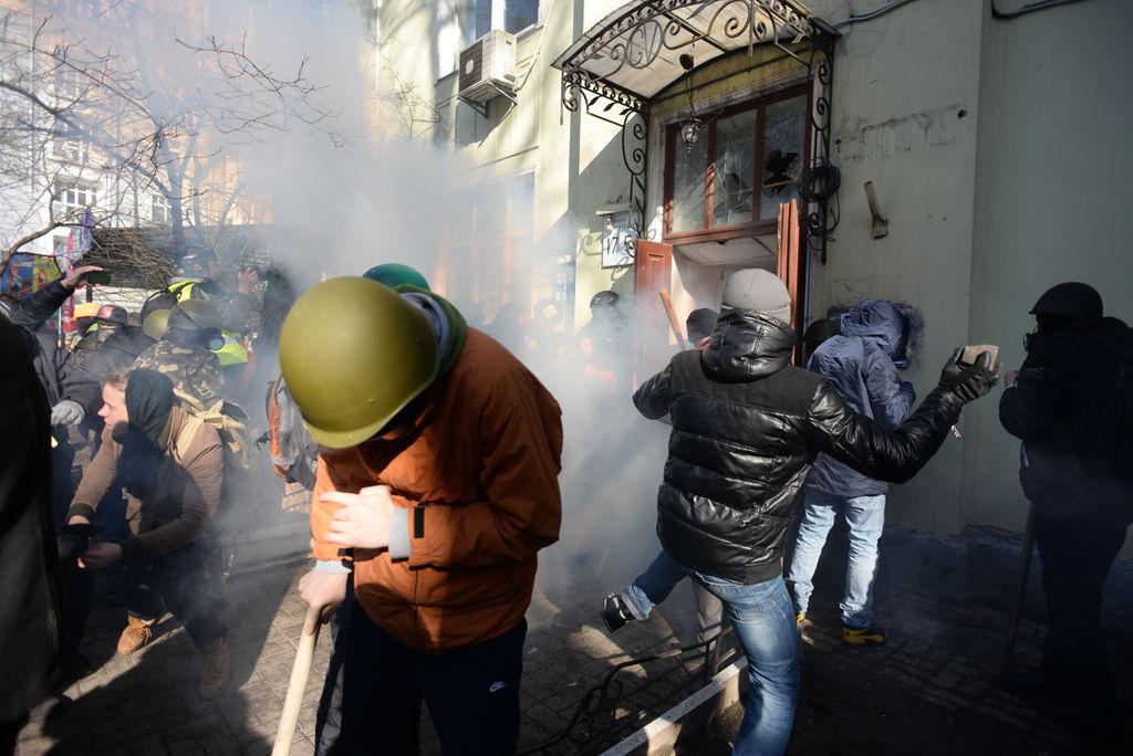 Ukraine asks ICC to investigate protester deaths
