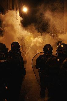 Missouri governor signs order sending National Guard to Ferguson