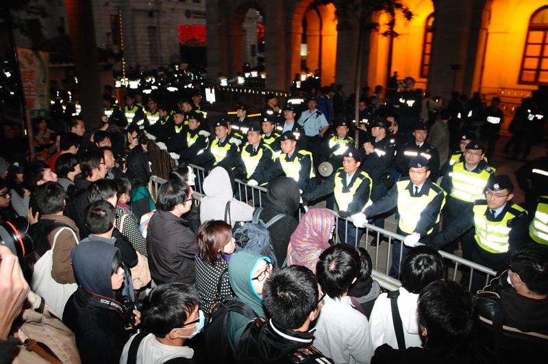 Hong Kong police arrest pro-democracy protestors