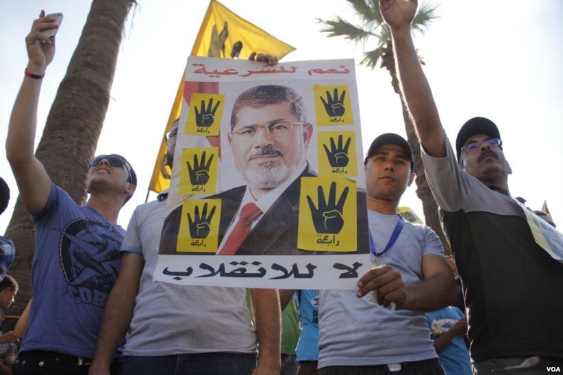 Egypt court sentences 40 Morsi supporters over violence