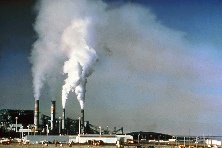 UN rights expert urges legally binding agreement on greenhouse gas emissions