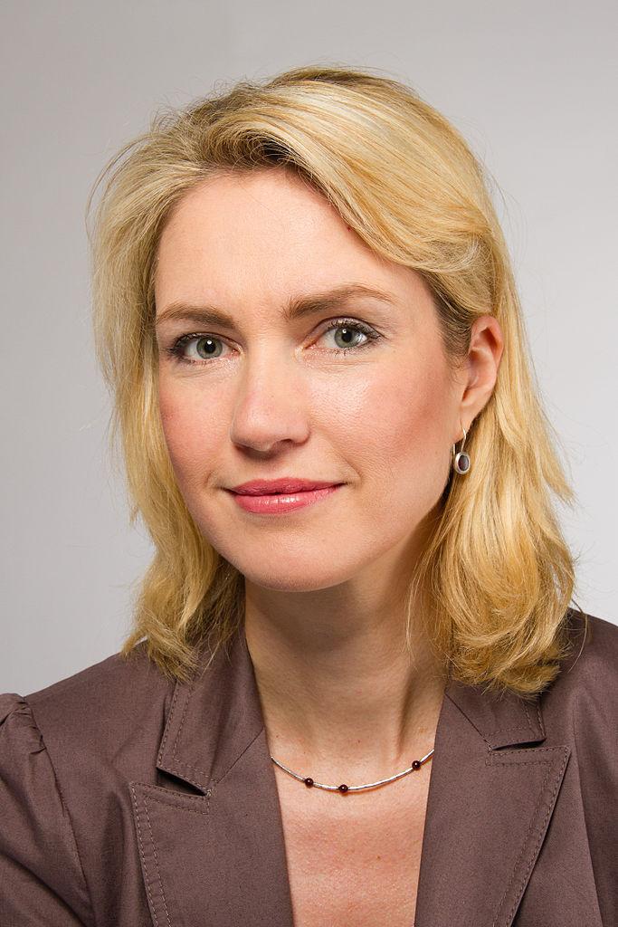German Parliament approves gender quota legislation for large companies