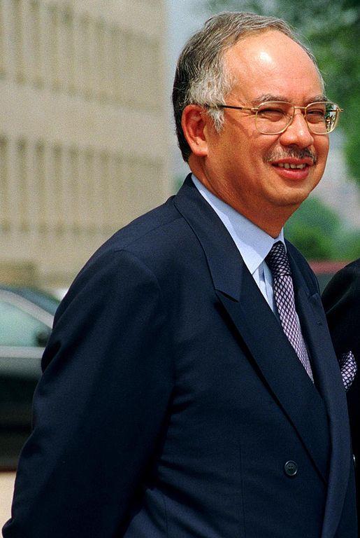 Former Malaysia premier files corruption suit against PM
