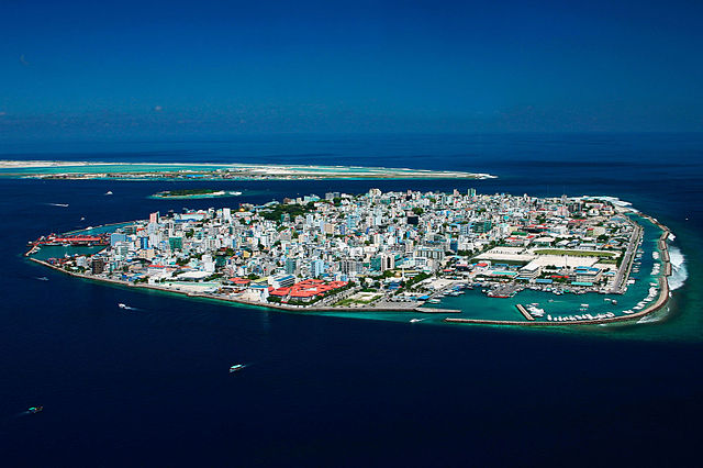 Maldives president signs controversial defamation law