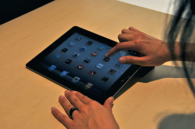 Federal appeals court rules Apple antitrust suit may proceed