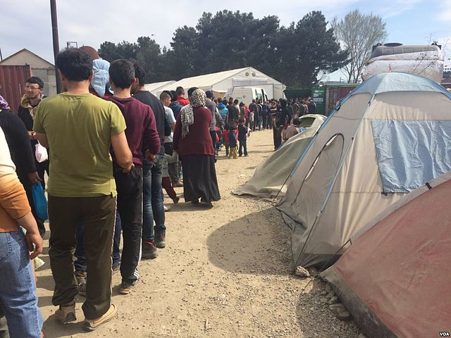 HRW: Greece should transfer thousands of refugees confined to Aegean Islands