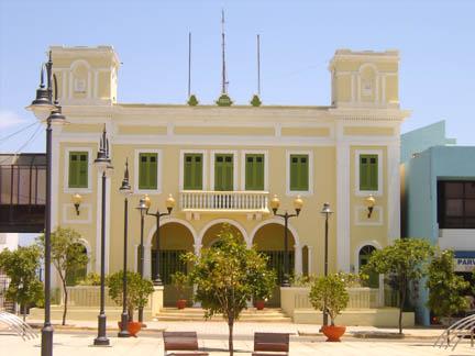 Puerto Rico governor approves statehood referendum