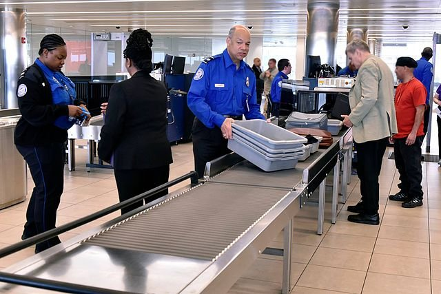 DHS announces plan to ban laptops from aircraft cabins