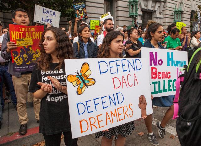 Federal judge bans revocation of deportation protections program