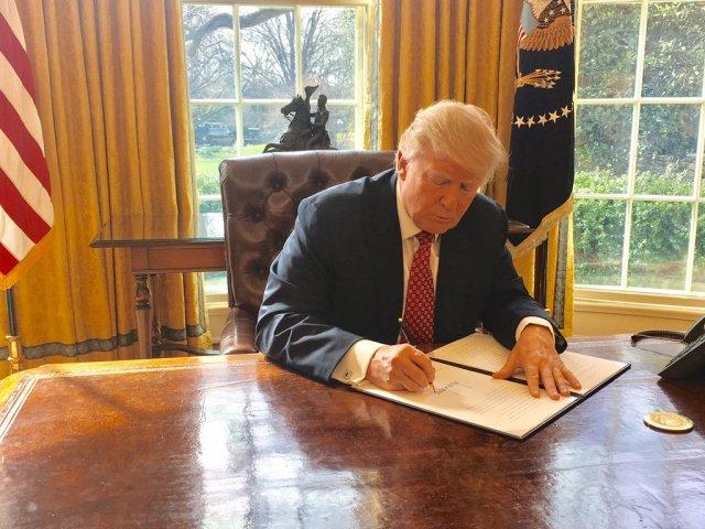 Trump signs the Hong Kong Human Rights Act