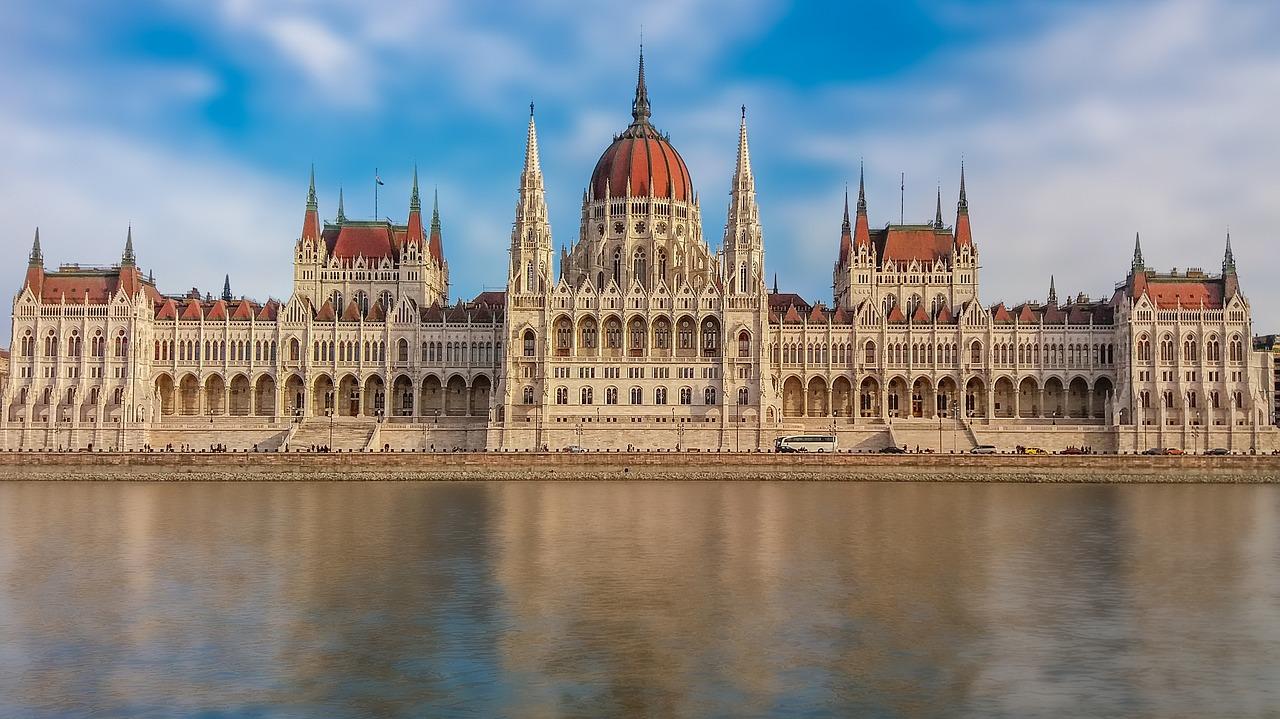 UN rights chief condemns 'xenophobic' Hungary legislation