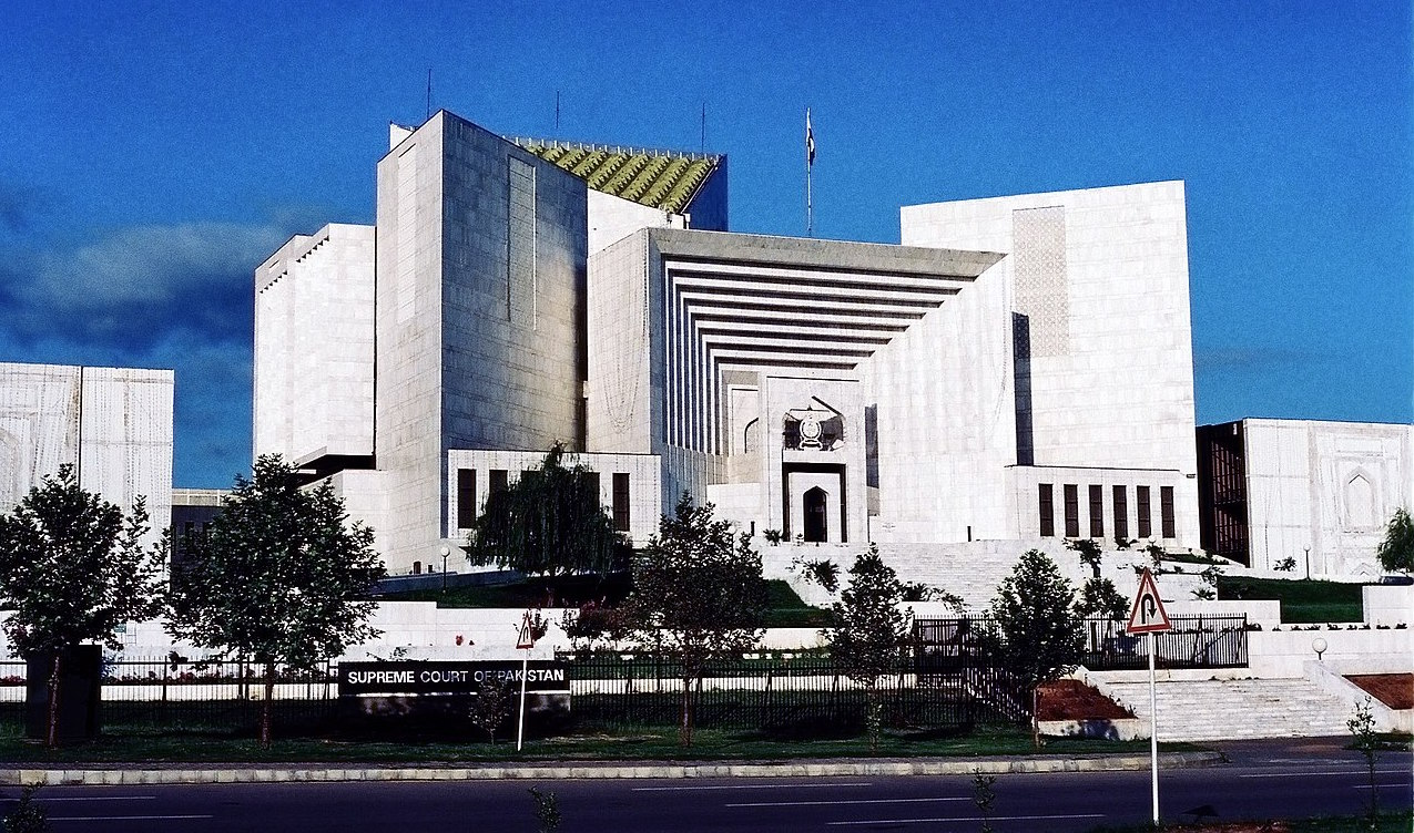 Pakistan Supreme Court orders shopping centers reopened