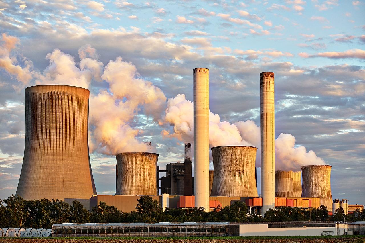 Federal appeals court blocks climate change lawsuit