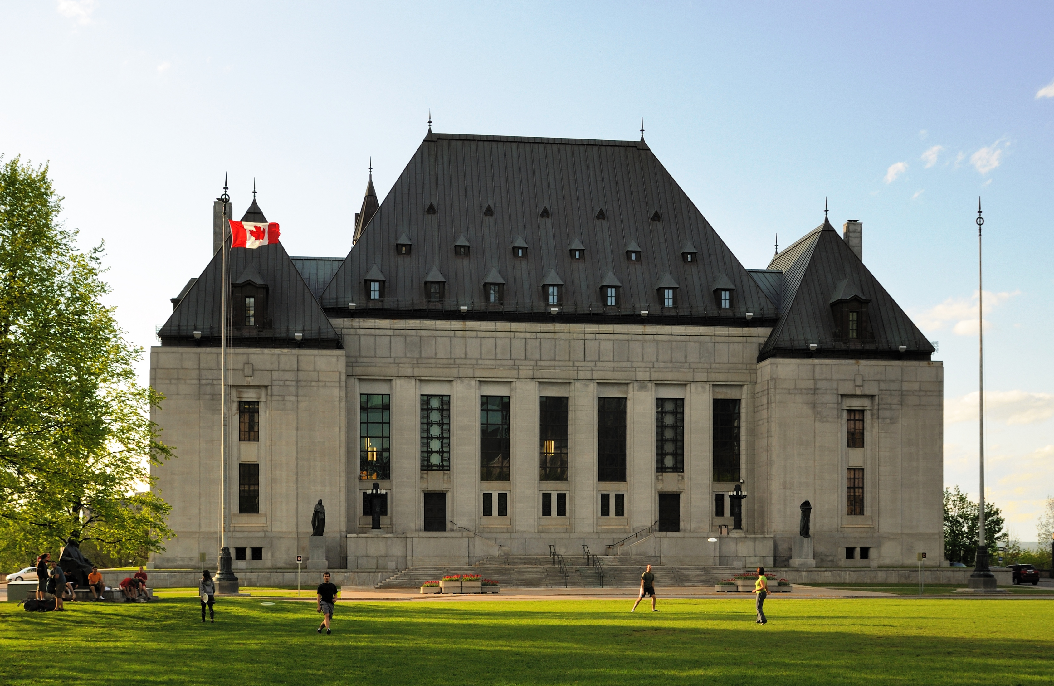 Canada Supreme Court allows non-resident citizens to vote
