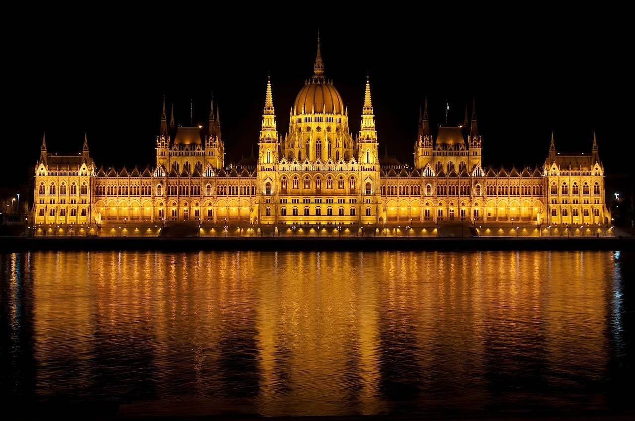 Hungary Parliament relaxes labor code in favor of employers