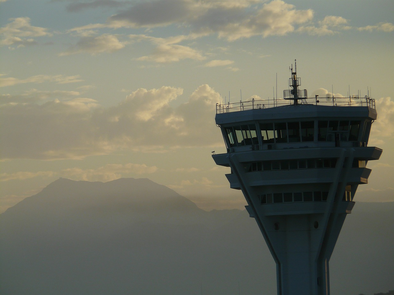 Air traffic controllers file suit against Trump administration for failure to pay during shutdown