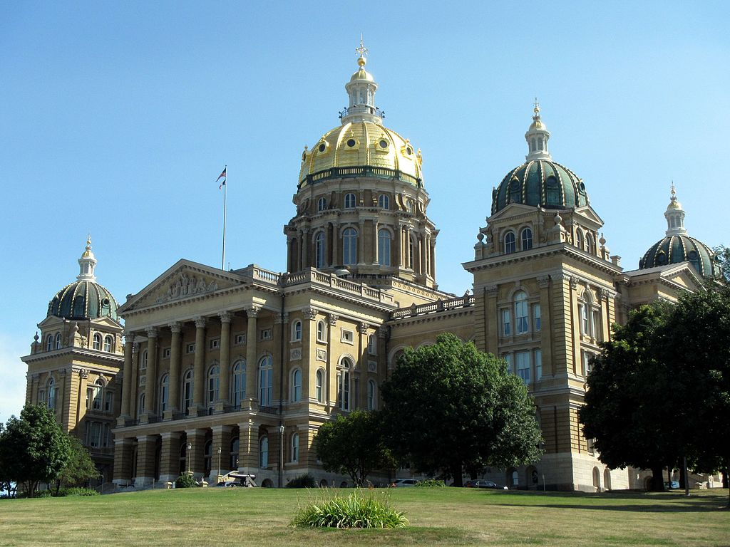 Iowa judge blocks 24-hour abortion waiting period