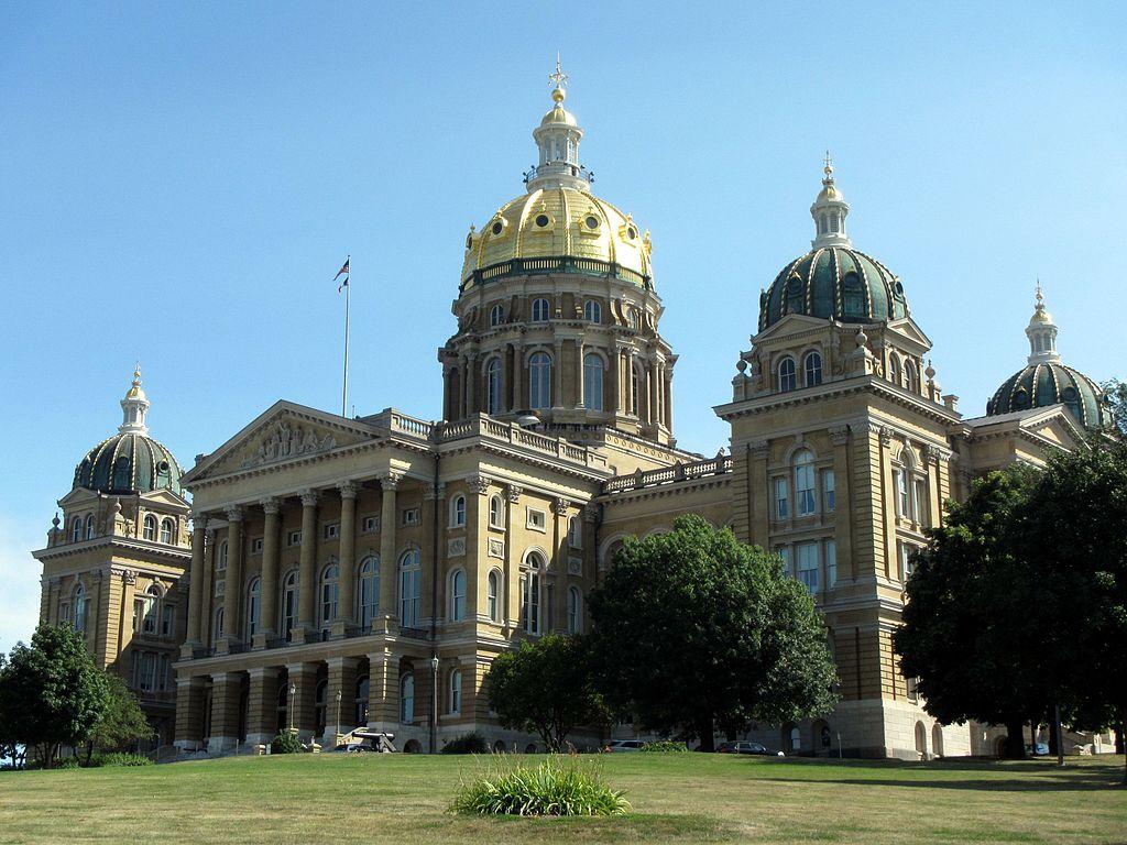 Iowa judge blocks 24-hour abortion waiting period