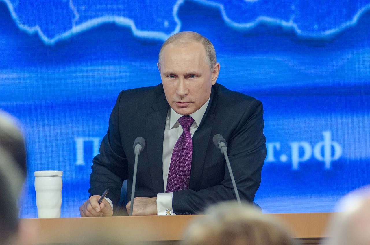 Vladmir Putin signs new law imposing fines for the distribution of foreign print media