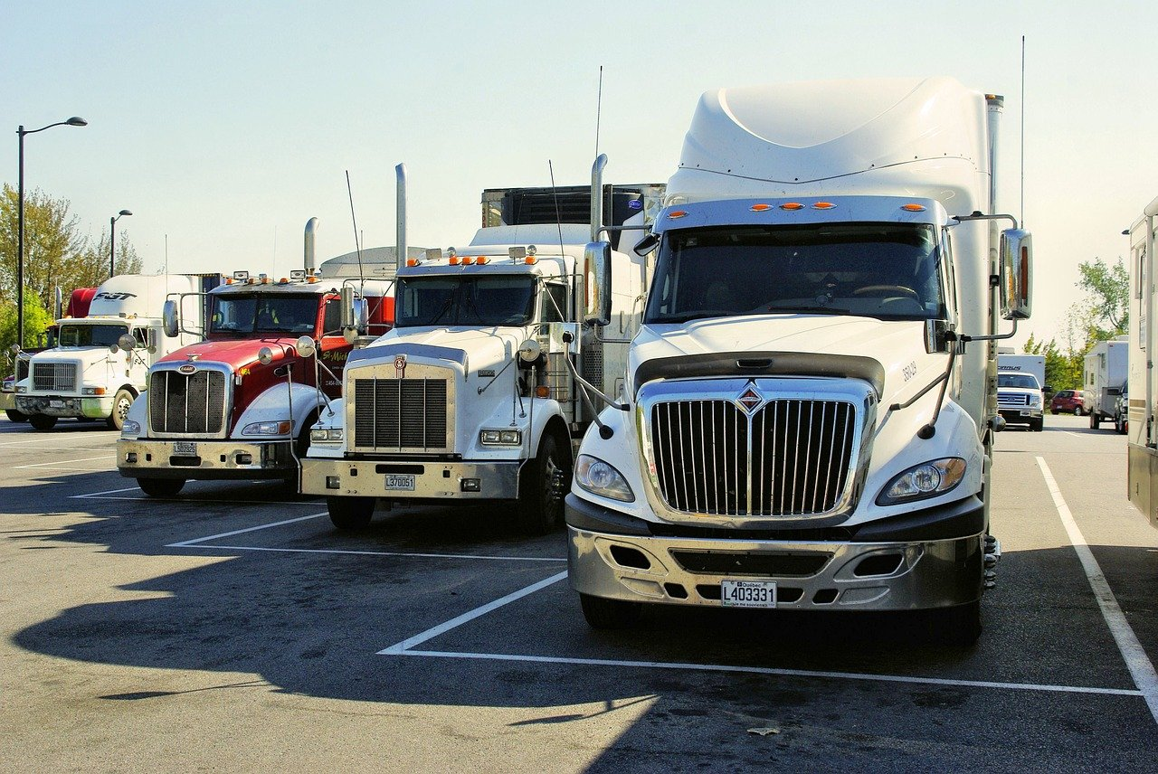 Federal judge blocks California labor law from applying to truckers