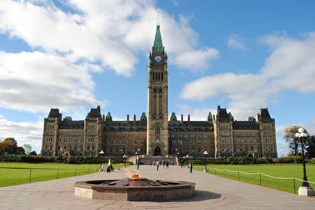 Canada passes emergency wage support bill