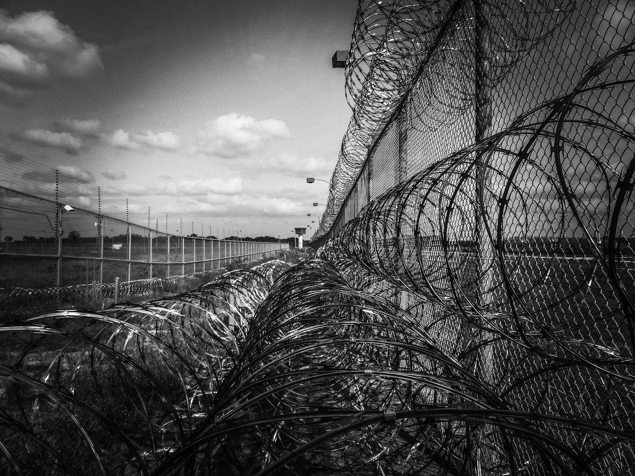Oregon prisoners sue governor over COVID-19 concerns