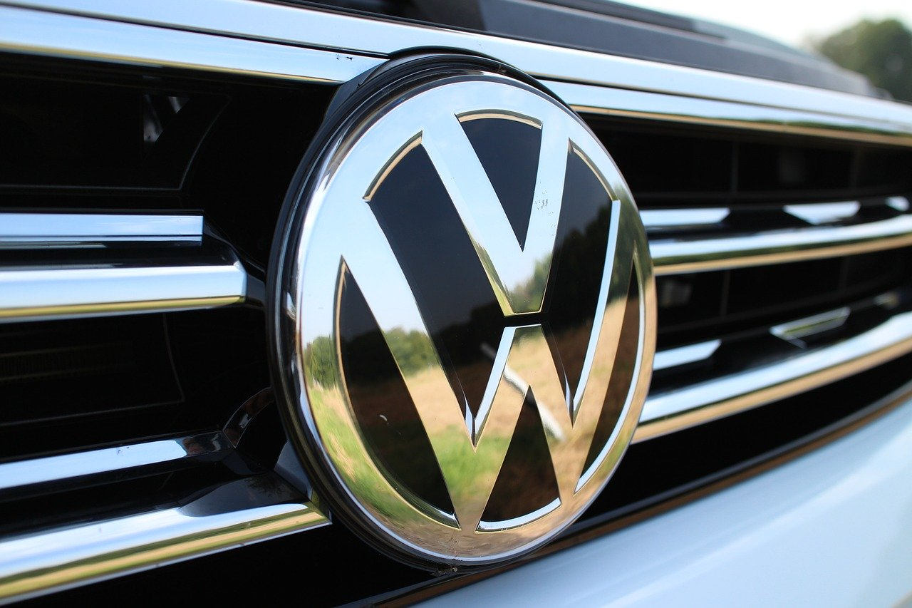 European Commission imposes €875 million fine on BMW, Volkswagen for emissions technology cartel
