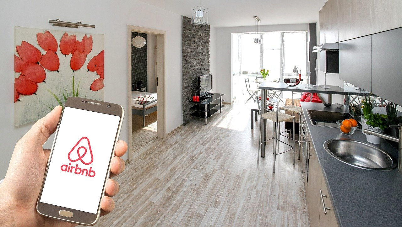 Amnesty International calls on Airbnb to withdraw rentals in occupied Palestine before trading publicly
