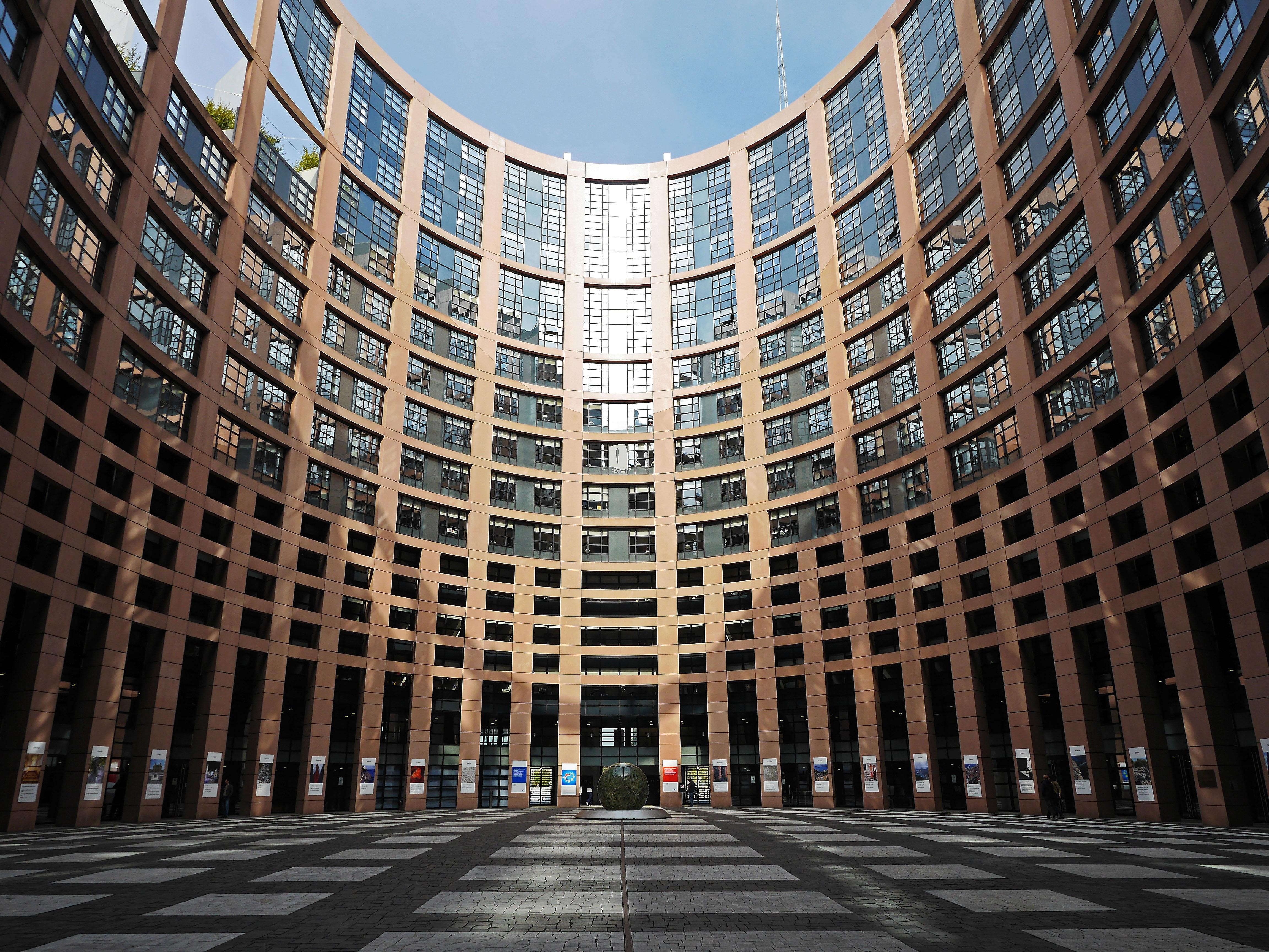 European Parliament resolution criticizes crackdown on dissent ahead of Vietnam Communist Party congress