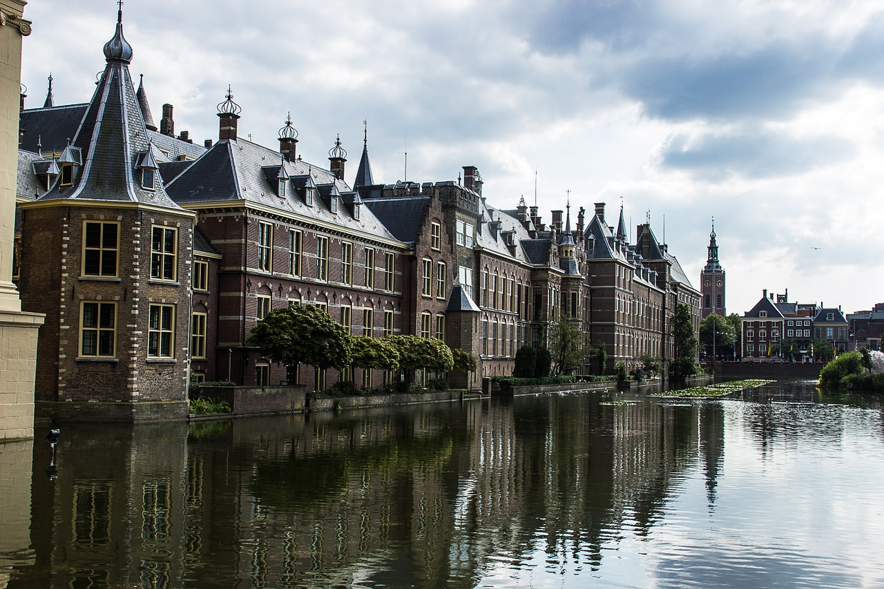 Dutch court finds COVID curfew impermissible under emergency powers act