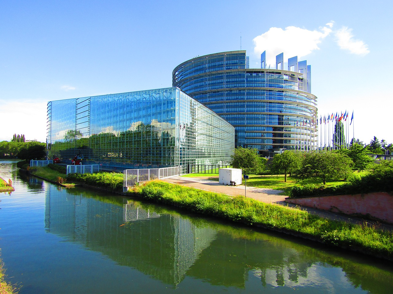 European Parliament supports freeze on EU-China investment agreement