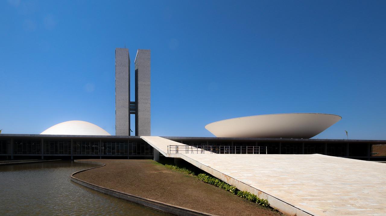 Brazil senators accuse Bolsonaro of exacerbating COVID-19 outbreak